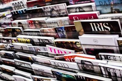 Magazines in kiosk. Foto door Charisse Kenion via Unsplash